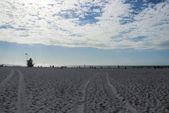 Clearwater Beach: Clear water and clear white sand - beautiful