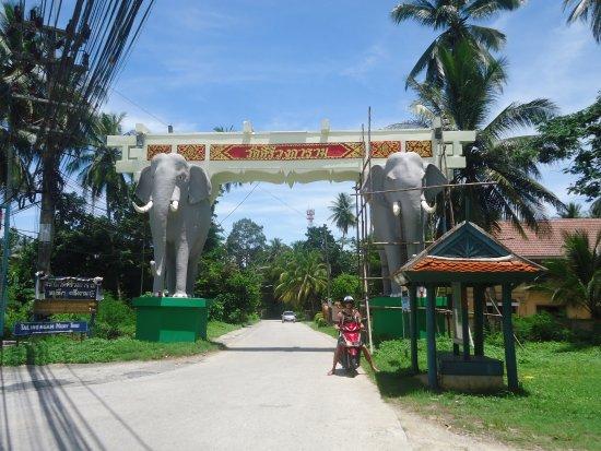 Lipa Noi, Thailand: Entrada para a praia :)