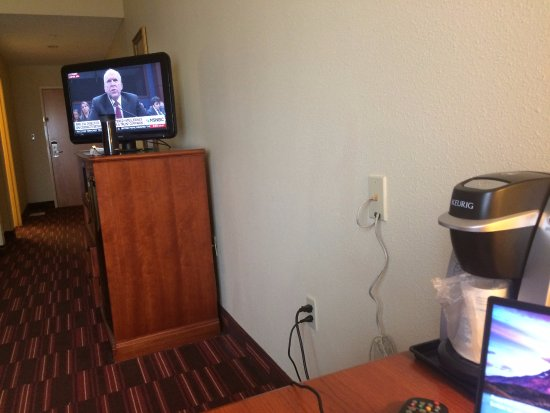 Holiday Inn Express Hotel & Suites: Unusual space between desk and TV stand