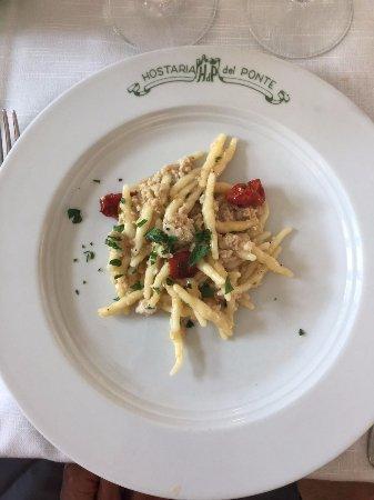 Lubriano, Ιταλία: strigoli al ragù di coregone con pomodorino caramellato