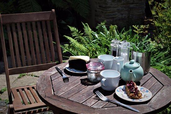 Kingsbridge, UK: outside seating