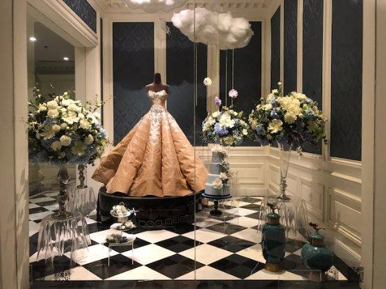 Une vitrine décoration de mariage dans l'hôtel   Picture of The