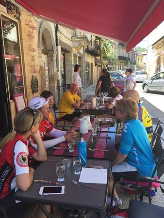 Le Bugue, France: Cyclists from California