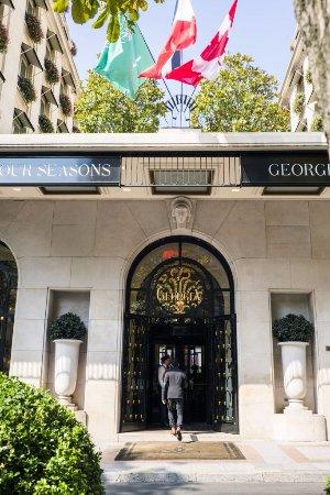 Four Seasons Hotel George V Paris main entrance