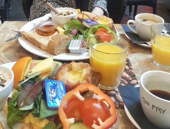 53c8696ef9a Lækker brunch til 89 kr. inkl. kaffe/the og juice :-D - Picture of ...
