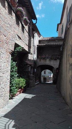 Montemerano, Italy: stradina