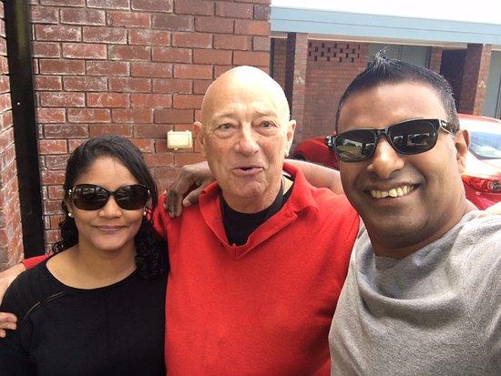 Merimbula, أستراليا: Me and my wife with Robert...