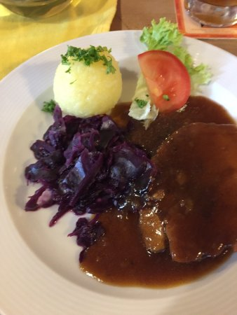 Schongauer Brauhaus: Pork, red cabbage and potato dumpling
