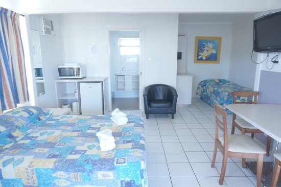 Biggera Waters, Australia: Clean room,pet friendly, foxtel , free wifi  weekly deal cheaper , perfect location close to eve