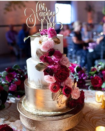 Elkhart, IN: custom wedding cake