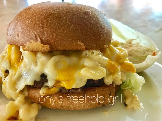 Freehold, NJ: Mac and cheese burger