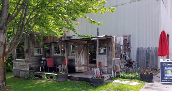 Cashmere, WA: Travel back in time to the Rustic Hard Cider Shed for a fun tasting experience.