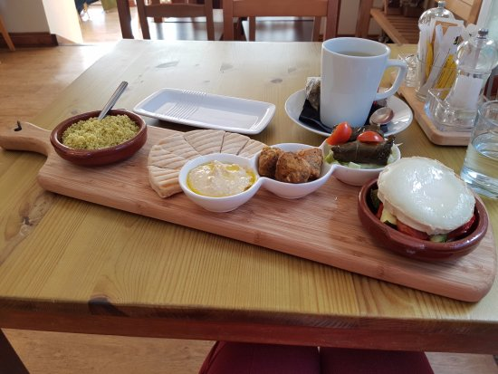 Brackley, UK: Meze platter and lemon & ginger tea at Hummingbirds Bistro