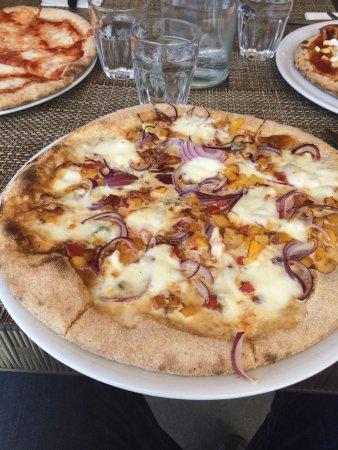 Borgo Ticino, إيطاليا: pizza con ingredienti personalizzati, fuori menù!