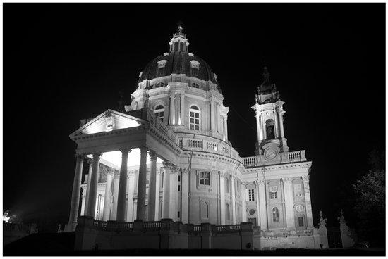 Basilica di Superga : la basilica illuminata di sera