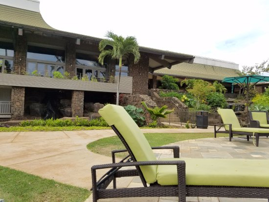Chairs By The Small Pool Picture Of Hilton Garden Inn Kauai Wailua Bay Kapaa Tripadvisor