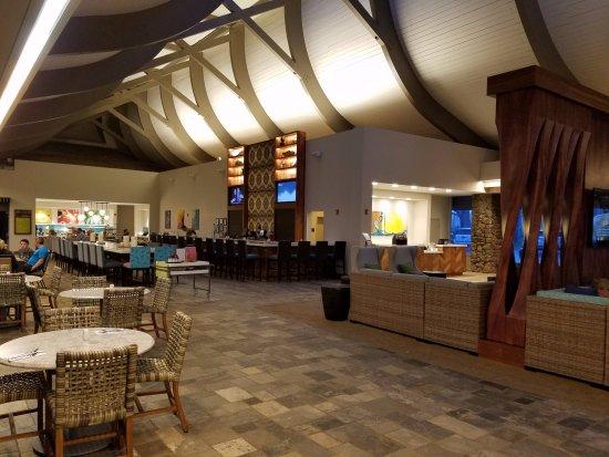 Lobby Bar Picture Of Hilton Garden Inn Kauai Wailua Bay Kapaa Tripadvisor