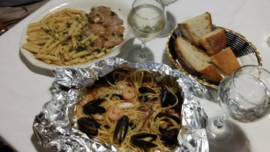 Hudson, MA: Veal marsala and shrimp/mussels/calamari over pasta - yummy!