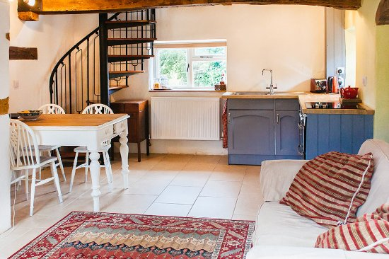Farthingstone, UK: Kitchen & living room area inside the cottage.