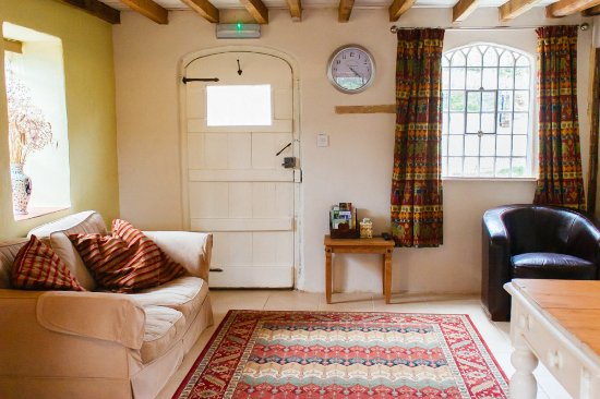 Farthingstone, UK: With it's own private entrance, guests can enjoy thier privacy and come & go as they please.
