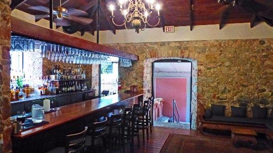 Old Stone Farmhouse: Bar area