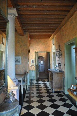 Tournus, Francia: Hall d'entrée