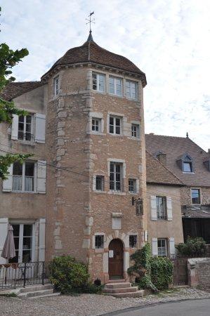 Tournus, Francia: Vue depuis la Place de l'Abbaye