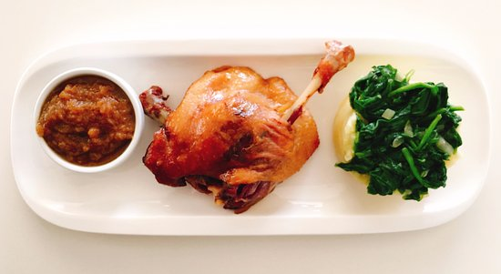 Hills Cafe & Restaurant: Delicious Duck Leg Confit, Mashed Potatoes with Spinach, Pineapple Chutney