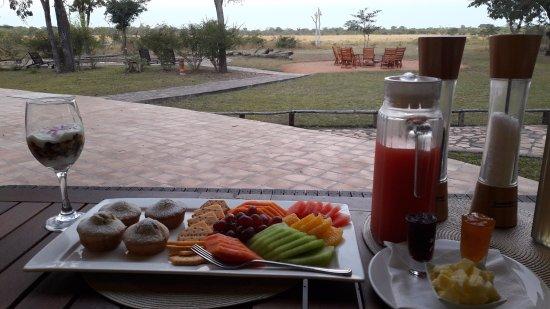 Elephant's Eye, Hwange: Breakfast - part 1