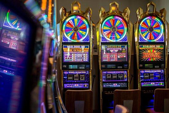 Enjoy non-stop casino action at our Resorts World Bimini casino.