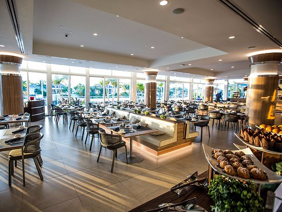 Bimini: The Tides offers a daily breakfast buffet, and full lunch/dinner menu feat. a variety of dishes.