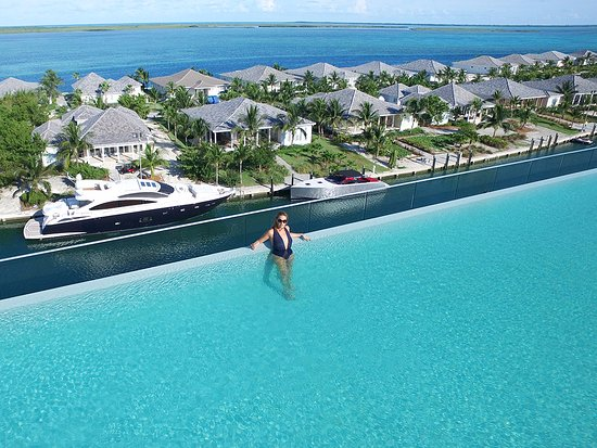 Take a dip in our rooftop pool while enjoying panoramic views of Bimini Bay and the Atlantic Oce