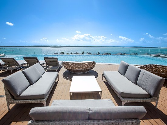 On the 5th floor, this pool deck offers stunning panoramic views of  Bimini Bay and Atlantic Oce
