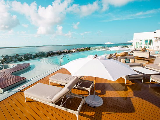 Soak up the sun on our 5th floor pool deck, with views of both the Bimini Bay and Atlantic Ocean