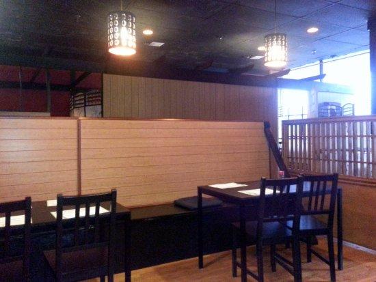 Sushi 21: dining area