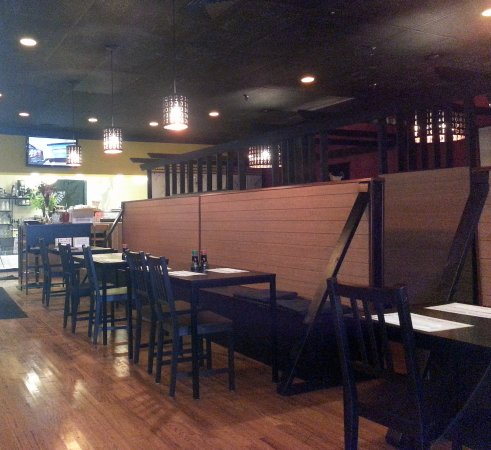 Niles, IL: a view of the dining area towards the kitchen