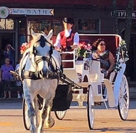 North Kingstown, RI: Carriage ride through historic Wickford