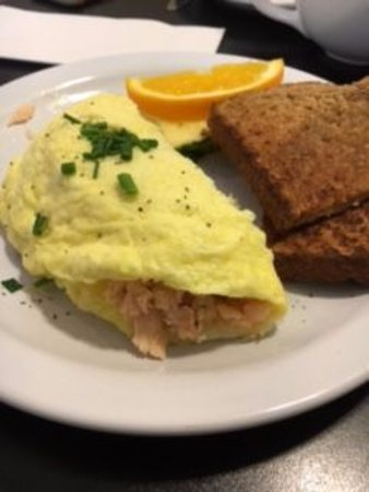 Cafe Stephanie: Omelet stuffed with salmon