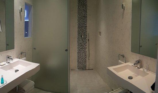 Salle de bain foto van vistabella roses tripadvisor - Fotos van salle d eau ...
