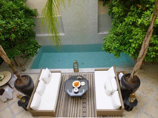 Riad Kheirredine: The pool in the courtyard