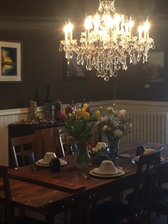 Brockville, Canada: Our dining room and Grand room have local art for sale, great atmosphere, great dining