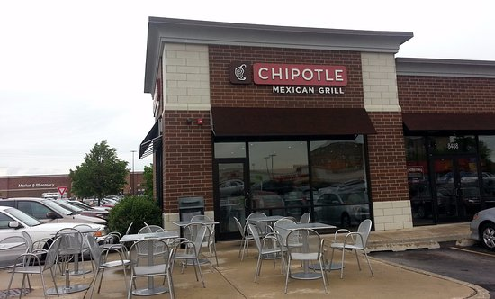 Niles, IL: front of, outdoor patio and entrance to Chipotle Mexican Grill