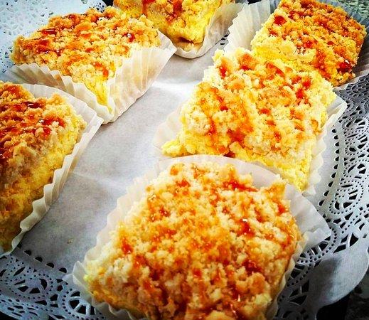DeBary, FL: Apple Streusel Cake