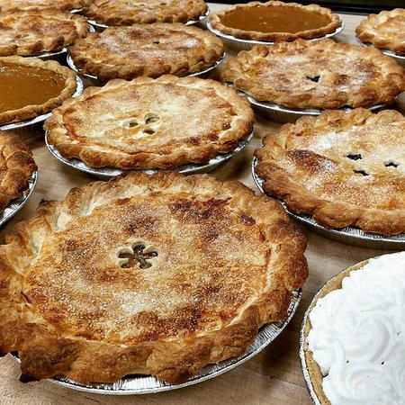 Montour Falls, Nova York: Village Bakery's Famous Pie!!! Apple, Tri-berry, Pumpkin & Coconut Cream