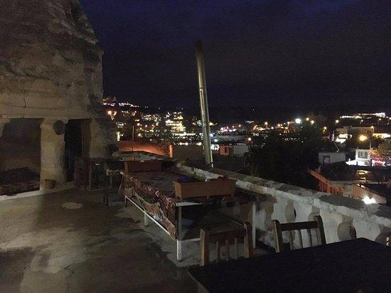 Paradise Cave Hotel and Pension: テラスからの夜景がすごくきれいでした。