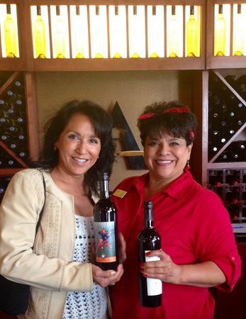Prosser, WA: One of the best tastings, we just happened upon this winery before lunch! This woman was a wonde