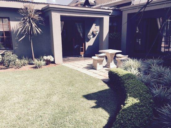 Springs, Südafrika: The Garden Cottage private garden