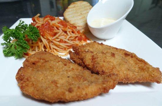 Fried chicken with gorgonzola sauce.
