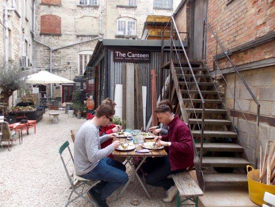 Nailsworth, UK: The Canteen Courtyard