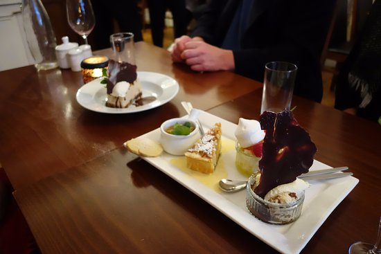 Callander, UK: Beautifully presented and yummy desserts